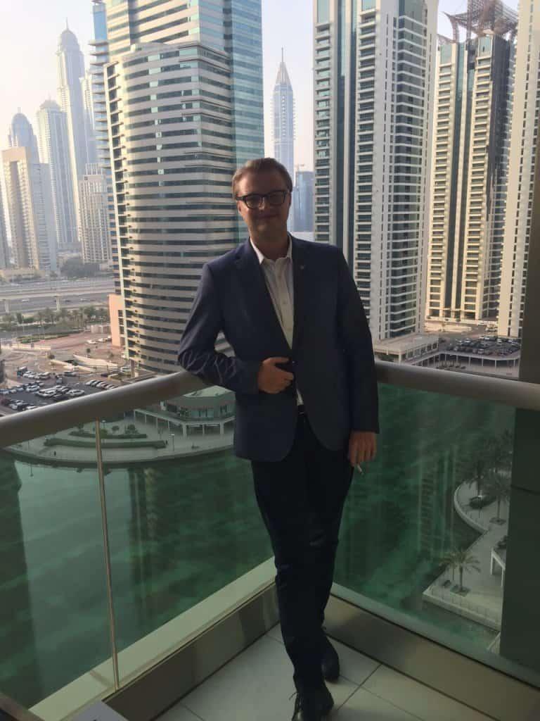 С Dropshipping в ОАЭ, я наслаждаюсь жизнью в самом богатом городе мира